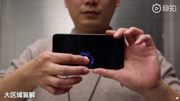 impressões digitais no ecrã