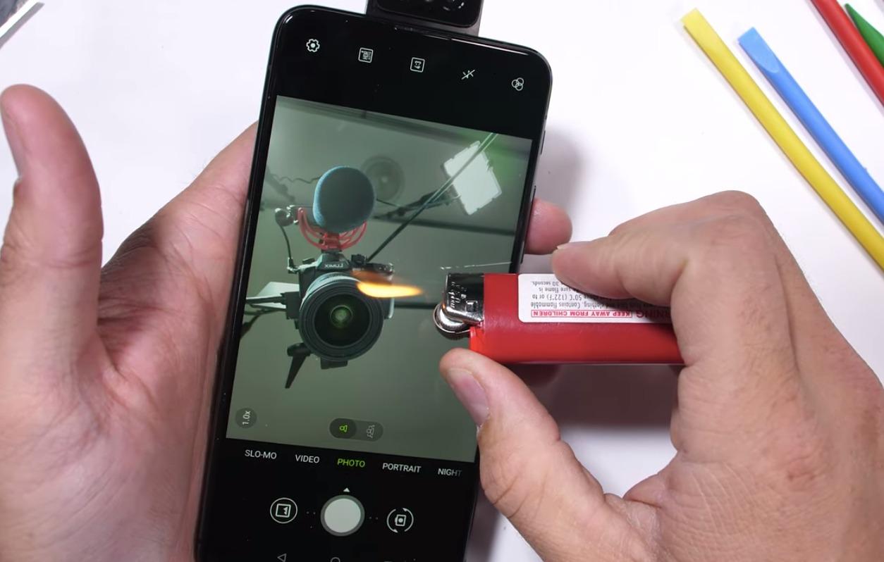 o ASUS Zenfone 6 é