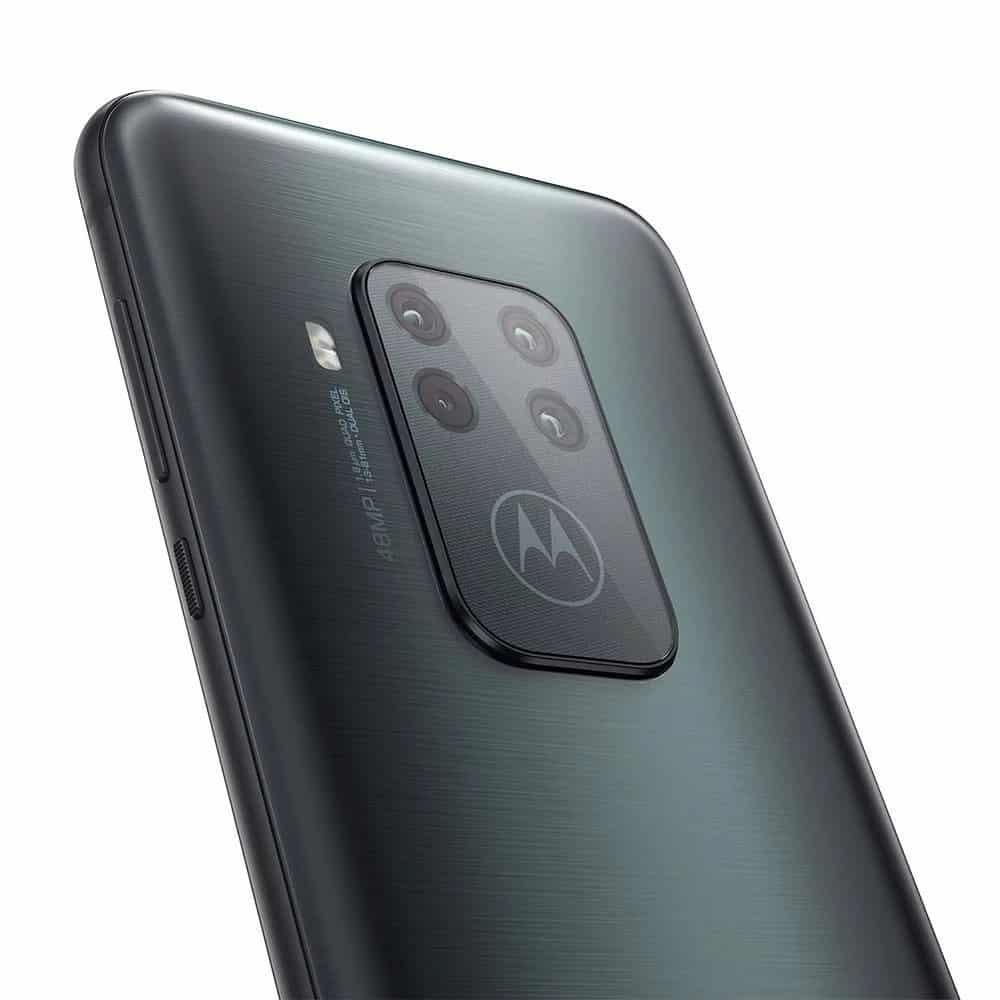 Motorola One Zoom não